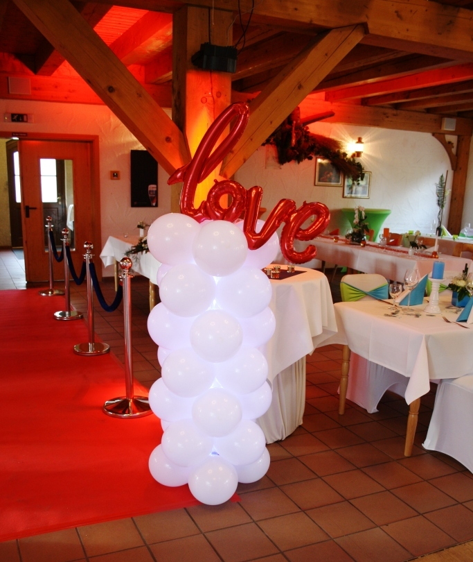"Ballonsäule beleuchtet mit ""Love"" Ballon Fa. Eventmaker's"