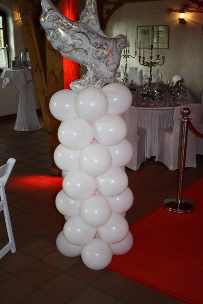 beleuchtete Ballonsäule mit Ballontaube- Heliumgefüllt