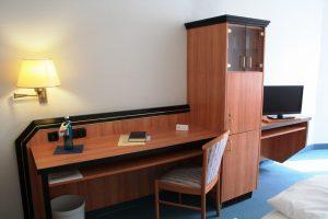 https://hotel-robinien-hof.de/wp-content/uploads/2020/11/Doppelzimmer_2-1024x683-1-300x200.jpg