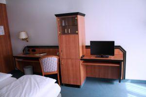 https://hotel-robinien-hof.de/wp-content/uploads/2020/11/Doppelzimmer_3-1024x683-1-300x200.jpg