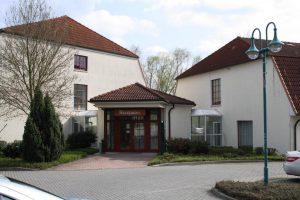 https://hotel-robinien-hof.de/wp-content/uploads/2020/11/Eingang_Hotel_robinien-hof-300x200.jpg